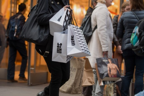 Shoppers On Fifth Avenue Ahead OF Consumer Comfort Figures