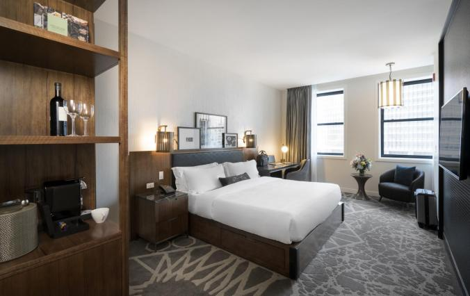luxurious-king-bedded-guestroom-londonhouse-chicago